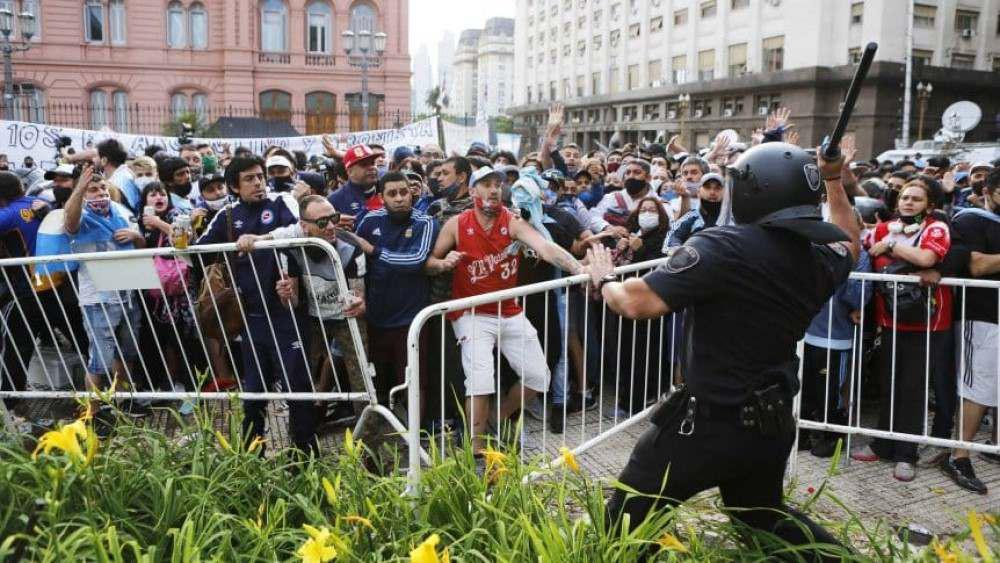 incidentes-plaza-de-mayo-diego-maradona_862x485